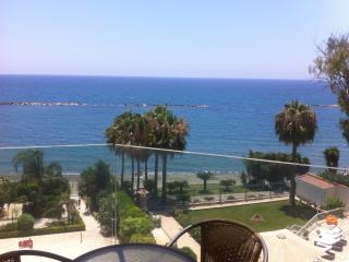 2b Dream beachfront - Pool, Gym, Limassol