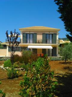 Villa Ianthe, front garden terrace