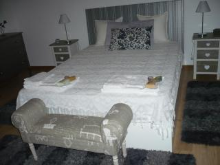 Private bedroom with sea views, Ribeira Grande