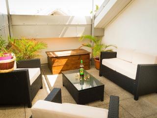 LEU CHANA'PPART, T2, grande terrasse, Saint-Leu centre, proche lagon,