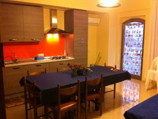 Beautiful apartment for 4 to 10 people, Santa Teresa di Riva