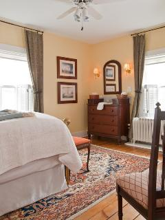Bostonian Room - Queen Bed, private bath with shower