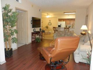 Condo-10 min. from the beach!   9 miles to Sanibel, Fort Myers