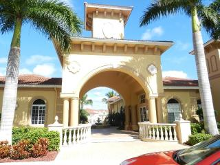 Condo-10 min. from the beach!   9 miles to Sanibel