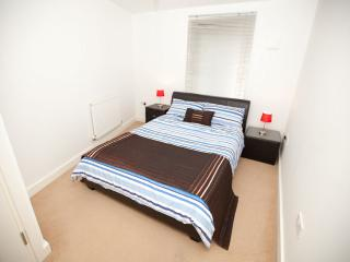 BUDGET Apartment near Tube, Londen