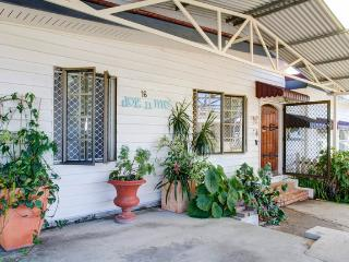 dog'n'me holiday cottage, Surfers Paradise
