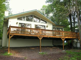Beautiful Lakefront Chalet, Tobyhanna