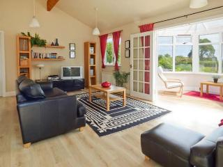 ORCHARD LODGE, ground floor, en-suite, WiFi, panoramic sea views, beautiful