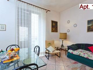 Elegant 2-roomed Apartment in Palermo Centre (16)