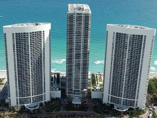 BEACH CLUB ON THE BEACH 5-STAR APT ON THE 11TH FL, Hallandale Beach