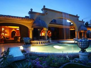 'Chateau' Exceptional private Pool & Spa, Palm Desert