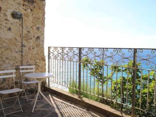 Relax at PALAZZO PIZZO RESIDENCE enjoy sea & sunset views in charming Pizzo