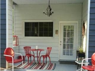 Great central location!  1 Bdrm apt on golf course, Asheville