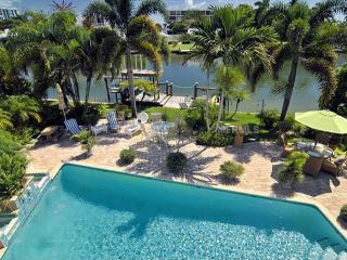 Sea La Vie!   A perfect location -a walk from Saint Armand's Circle & Lido Beach, Sarasota