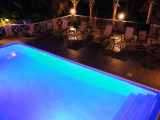 Near beach, Luxury Villa,  Chromatic Private Pool, Providenciales