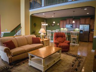 Luxurious 4BR Townhome in Barefoot Resort! CWB1713, North Myrtle Beach
