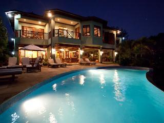 Makana - Discovery Bay 6 Bedroom Beachfront