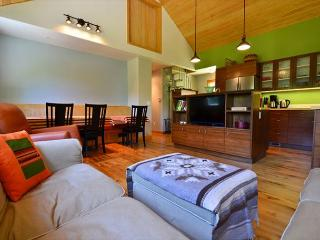 New & Stylish, Hidden Country Home on 5 Acres: Open Fields, Redwoods & Sauna, Arcata