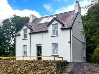 FARTHINGS HOOK MILL, WiFi, woodburning stove, patio with furniture, access to