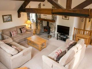 LORDS LEAP, woodburner, WiFi, shared grounds with indoor pool, pet-friendly
