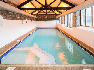 HILLTOP, en-suite bedroom, open fire, pet-friendly cottage in 5000 acres of shared grounds, Graythwaite, Ref. 914068