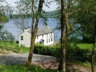 HULLET HALL, swimming pool and fishing nearby, jetty onto Lake Windermere