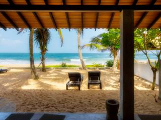 Casananda-2 bedroom beach-house air-con free wifi, Ambalangoda