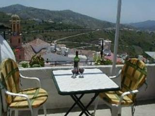 Cosy Townhouse with lovely views, sat tv and wifi, Competa