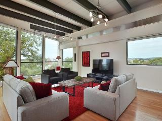 City View Austin Penthouse on West 6th Street – Near Restaurants & Parks