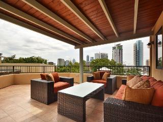City View Austin Penthouse on West 6th Street – Near Restaurants & Parks