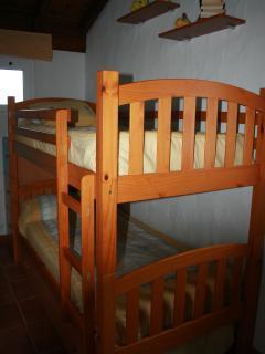 habitacion con dos camas literas