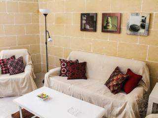 Holiday flat close to the sea (MaltaVillageHolidays), Marsalforn