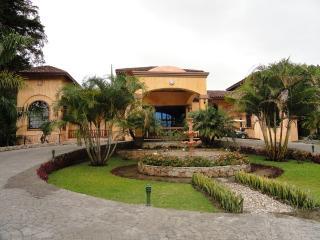 Luxury 3-Bedrm Villa in Idyllic Valle Escondido, Boquete
