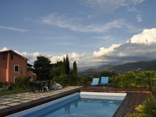 appartamento con giardino e piscina, Spoleto
