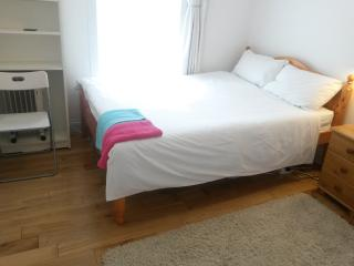 5 stops to Central LDN, Private room, sleeps 2 r1, London