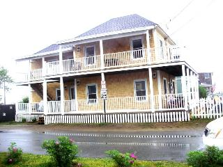 SUE UP & DOWN-Rent with Family & Friends? THIS IS THE PLACE!, Saco
