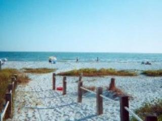 Tommy's Florida Beach Cottage,  Private Pool & Spa, Fort Myers Beach
