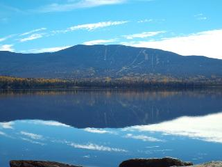 Beautiful lakeside cabin with scenic mountain view, Rangeley