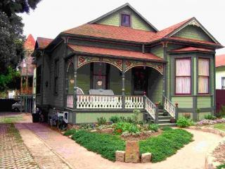 Victorian Townhouses of Santa Barbara - Downtown