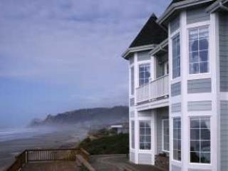 Beautiful Oceanfront Victorian in Lincoln City, Or