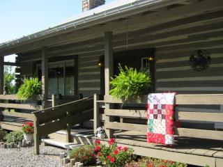 Welcoming, well appointed country log cabin, Stewart
