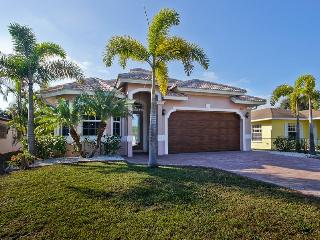 Luxurious Home in Naples! SUMMER SALE!!!!!