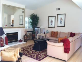 Penthouse Style Exec. Condo 5 mins to BEACH!, Huntington Beach