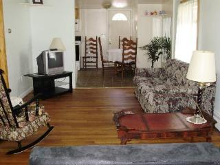 SIDERI - Affordable Vacation.  Small pet possible, Old Orchard Beach
