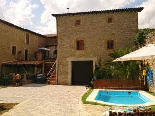 CASA CHANA Casa con piscina y huerta, Artajona