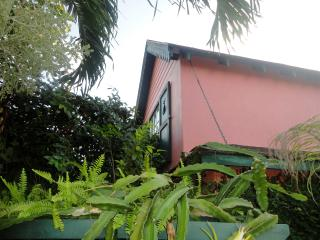 One Bedroom Cottage in quiet Residential Area, Nassau