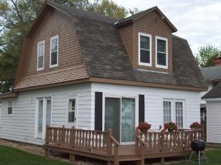 Shawano Lake Resort - Furnished Lakefront Cottages