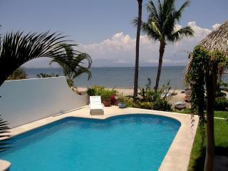 Beach Front Vacation Home Private Pool, La Cruz de Huanacaxtle