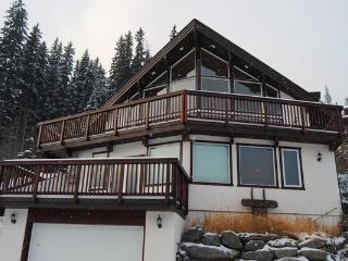 Auski Chalet on the slopes at Sun Peaks Resort