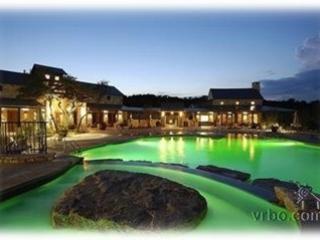 Beautiful Lake View Villa at the Hollows!, Jonestown
